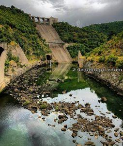 """Дъговидната стена на язовир """"Кърджали"""" Снимка: Мехмет Йоздоган"""