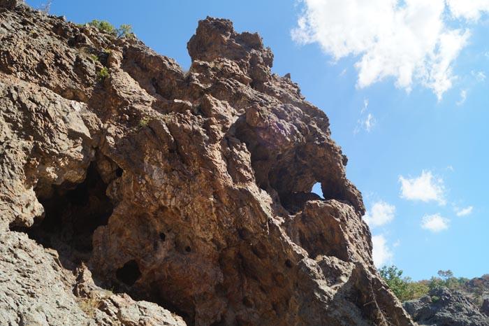 Пещери и отвори
