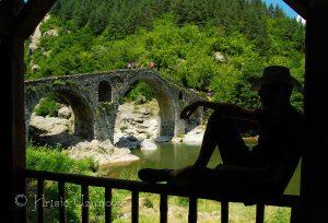 Беседките край Дяволския мост дават възможност за отдих на сянка. Източник: https://www.facebook.com/photography.uzunov/